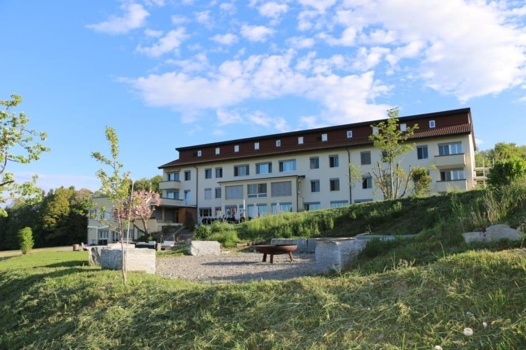 Seminarhaus_Chlotisberg_Haus-Feuerstelle-IMG 2495
