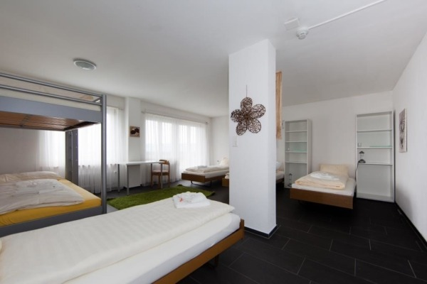 Seminarzentrum_Chlotisberg-6-Mehrbettzimmer-fuer-4-6-Personen 6-Personen