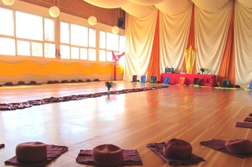 Seminarzentrum_Chlotisberg_Schwung_Bewegungsaal_Dekoriert 1
