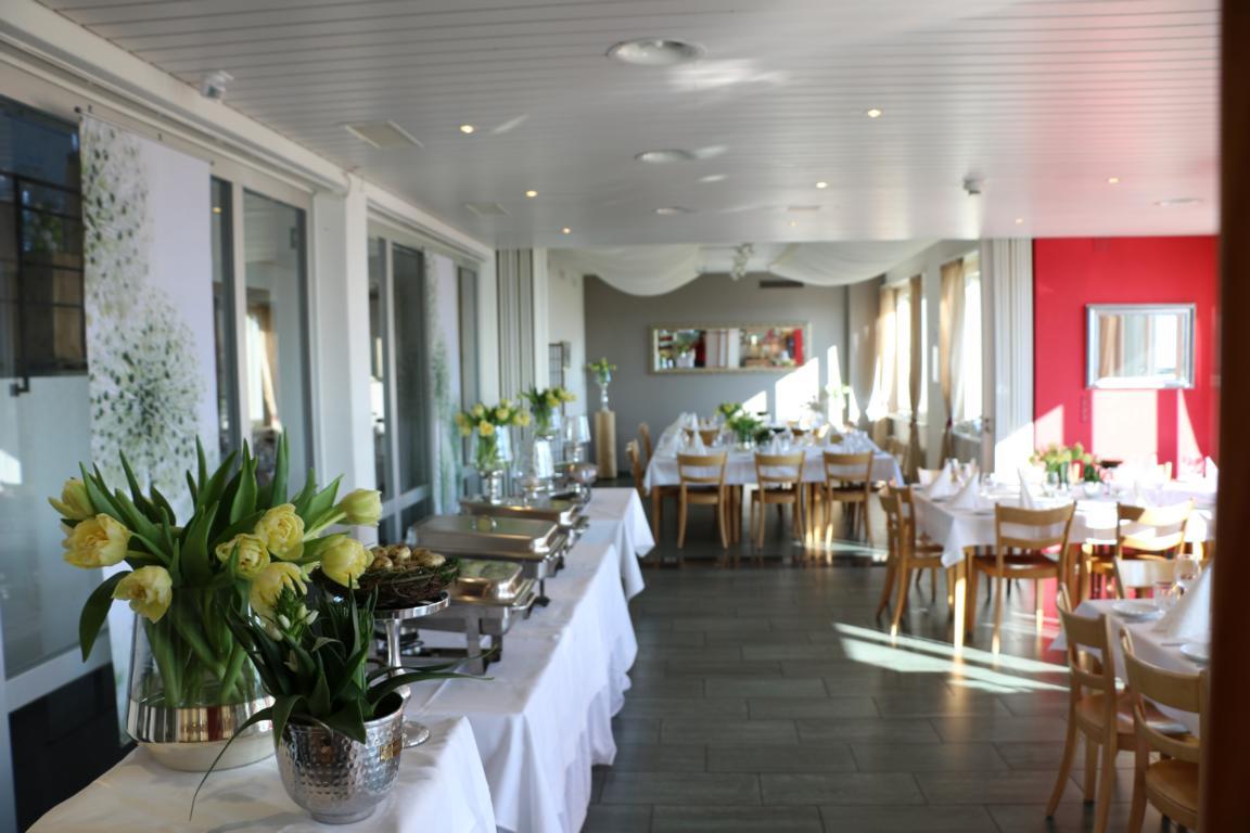 Veranstaltung_Chlotisberg_ Event Bankett Restaurant weiss gedeckt