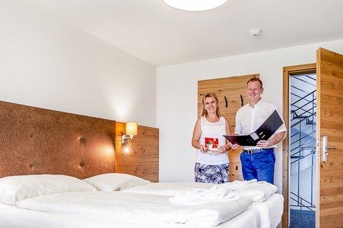 2-Seminarhotel-Chlotisberg-Hotelzimmer-Gastgeber-Bearbeitet_k 2-Seminarhotel-Chlotisberg-Hotelzimmer-Gastgeber-Bearbeitet_k