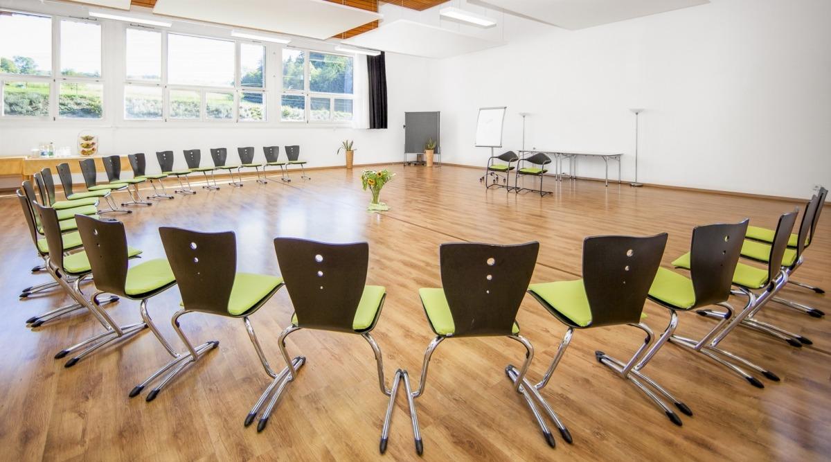 3-Seminarraum-Chlotisberg-Balances-Kreisbestuhlung-Bearbeitet 3-Seminarraum-Chlotisberg-Balances-Kreisbestuhlung-Bearbeitet