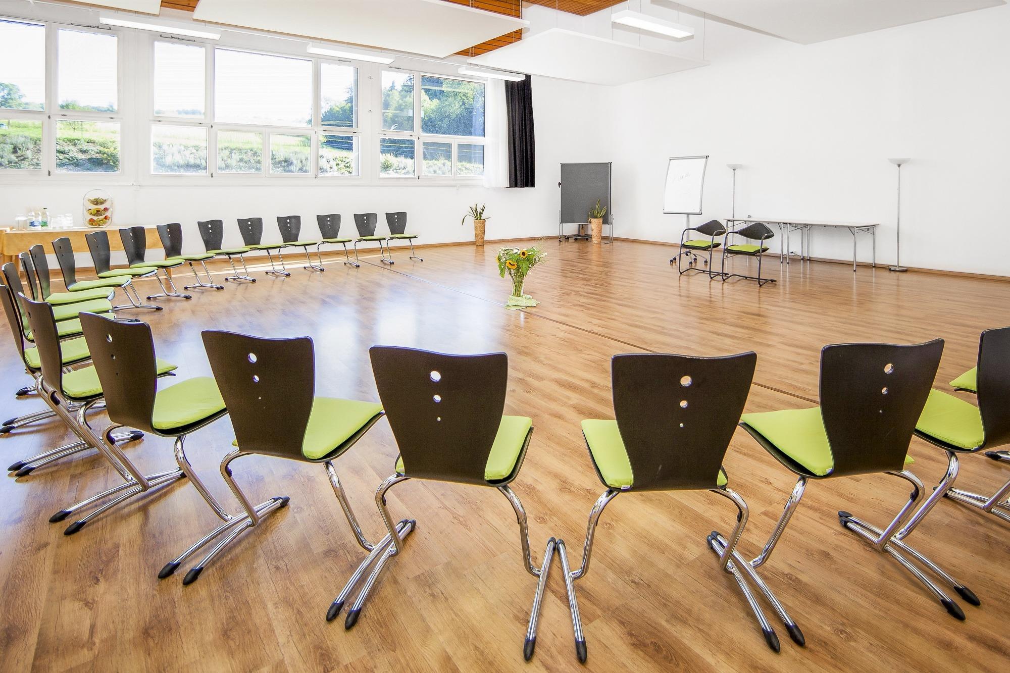 3-Seminarraum-Chlotisberg-Balances-Kreisbestuhlung-Bearbeitet_k 3-Seminarraum-Chlotisberg-Balances-Kreisbestuhlung-Bearbeitet_k