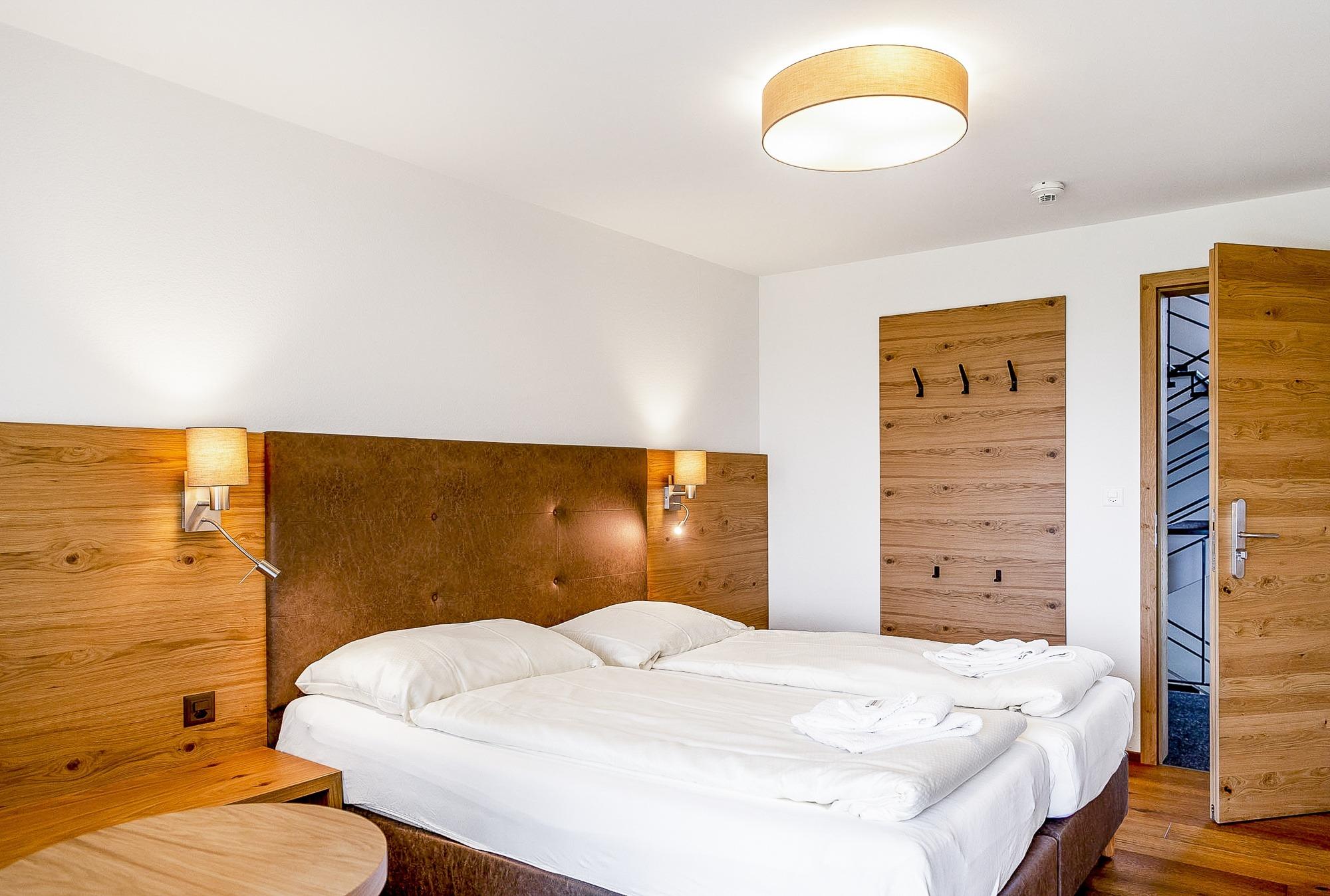 Seminarhotel_Chlotisberg_Doppelzimmer-Lavabo-Bearbeitet 04/Seminarhotel_Chlotisberg_Doppelzimmer-Lavabo-Bearbeitet